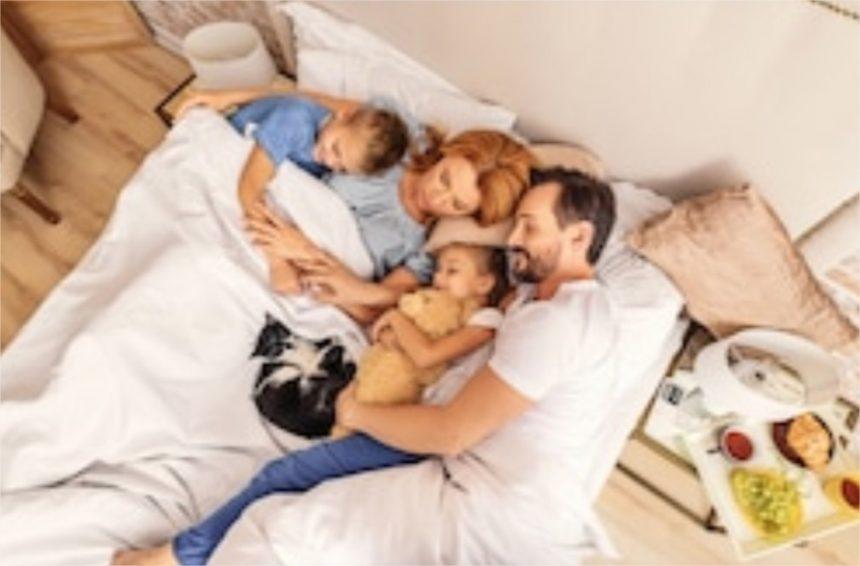 Ces enfants qui dorment dans le lit de leurs parents